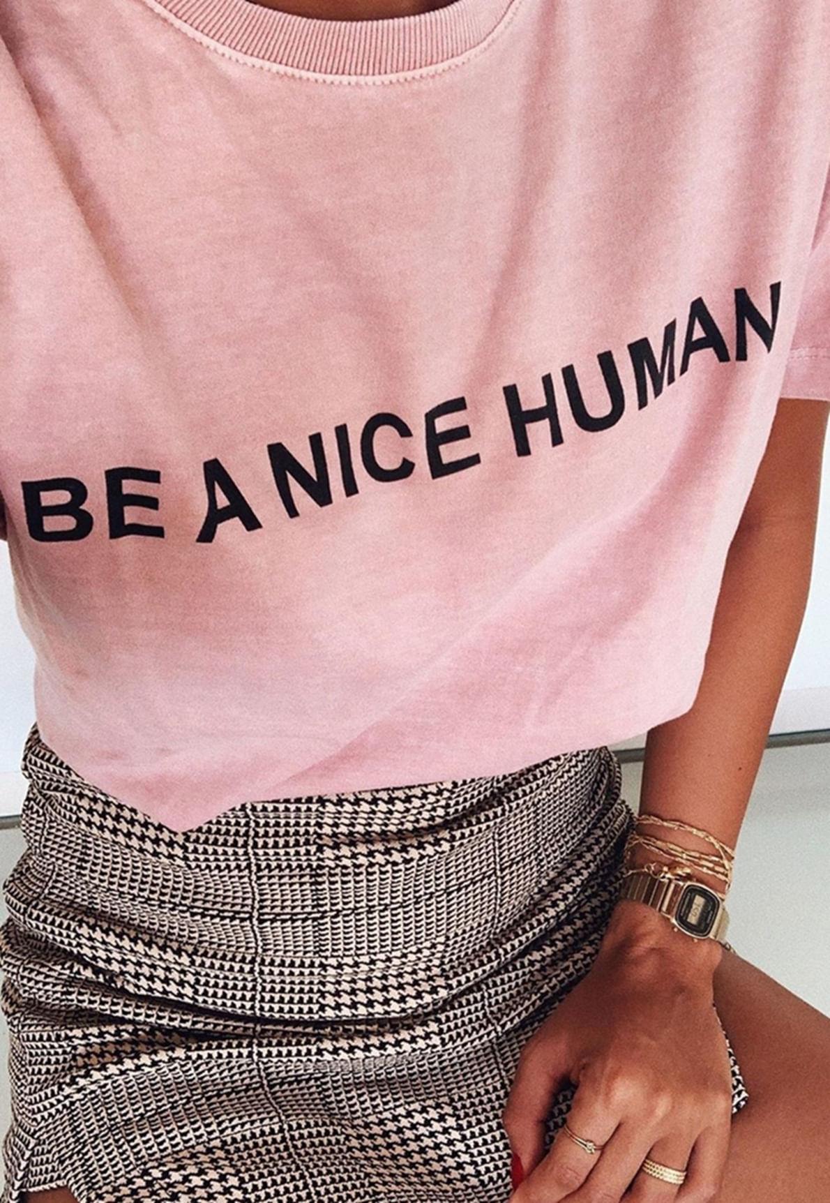 23299-t-shirt-be-a-nice-human-mundo-lolita-01